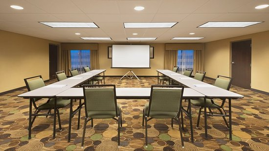 Holiday Inn Express Colby: Meeting Room