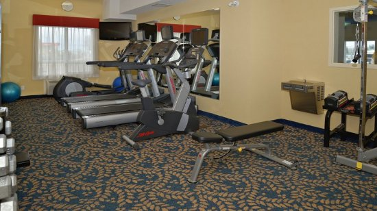 Edson, Kanada: Newly renovated, each treadmill has its own television