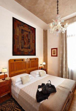 summer exterior view bild von hotel saturnia. Black Bedroom Furniture Sets. Home Design Ideas