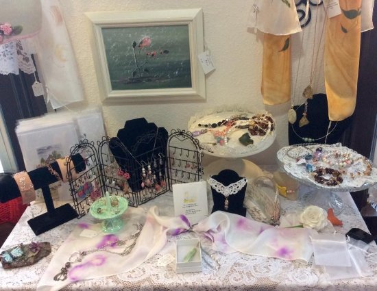 Chestertown, NY: Many varieties of handcrafted jewelry