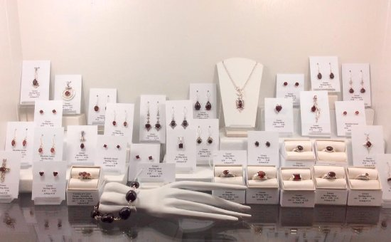Chestertown, Нью-Йорк: Many varieties of handcrafted jewelry