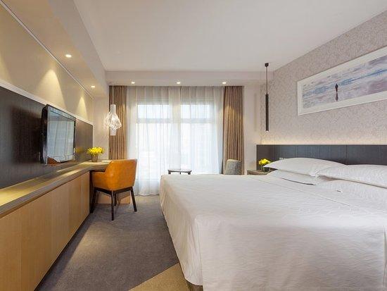 Landmark Towers Hotel: Superior Room King Bed at Beijing Landmark Hotel