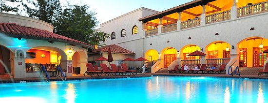 Los Abrigados Resort and Spa : The main salt water pool, spa and outdoor bar