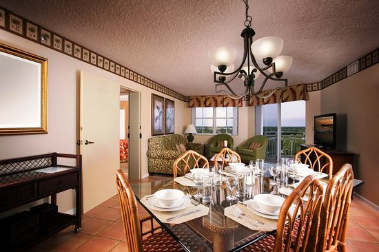 Vacation Village at Bonaventure: Superior King Suite Livingroom