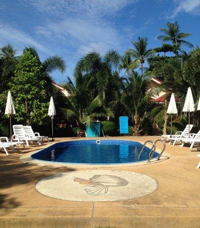 Hana Lanta Resort: 水はきれいでした。水深は1mぐらい