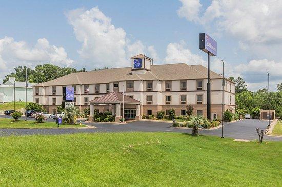 Millbrook, AL: Hotel exterior