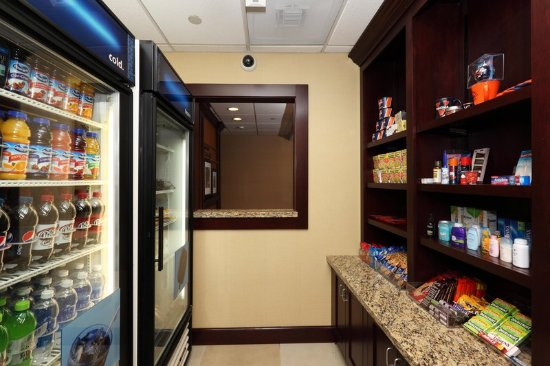 Hampton Inn and Suites Charlottesville - At The University: Suite Shop