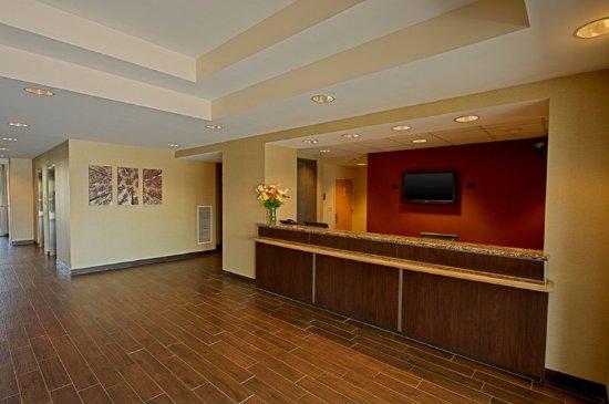 Lobby Billede Af Red Roof Plus Long Island Westbury Tripadvisor