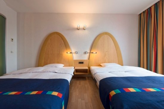 Lully, Switzerland: Guest Room