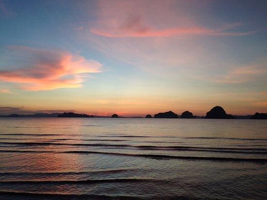 The Tubkaak Krabi Boutique Resort: Sunset on beachfront