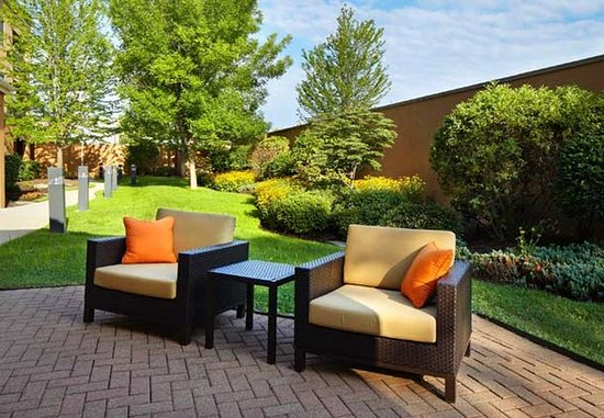 Willoughby, OH : Outdoor Patio