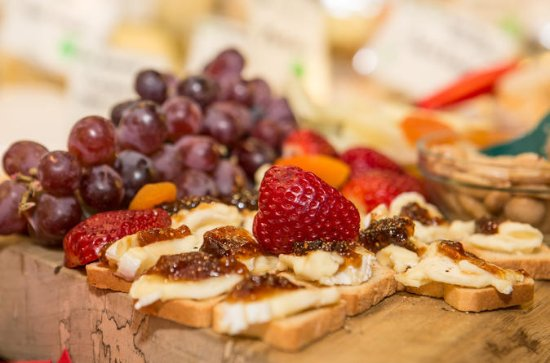 Chestnut Hill Ultimate Foodie Walking Tour