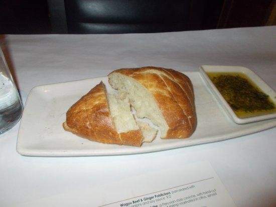Bonefish Grill: Bread and oil