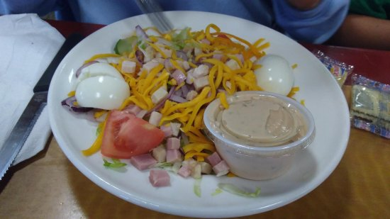 Wilkesboro, Carolina del Norte: Salad was OK.
