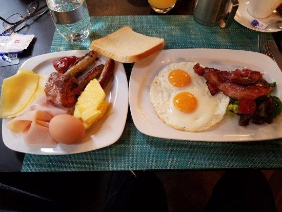 The Emblem Hotel: Breakfast at The Emblem