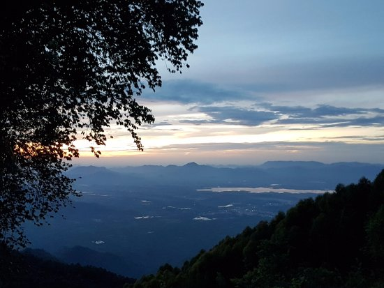 Villa Retreat: It;s the dawn view of the valley..