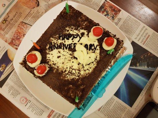 Villa Retreat: The delicious fresh cream cake ny Mr. Shyam n his team