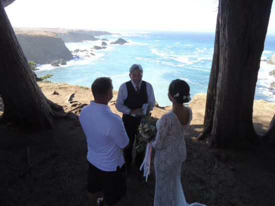 Little River, CA: Elopement ceremony at Cypress Grove