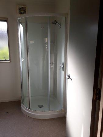 Portmans Motor Lodge : shower felt small and i am not that big.