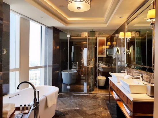 The Sheraton En Suite Bathroom: Sheraton Petaling Jaya Hotel: UPDATED 2018 Reviews, Price