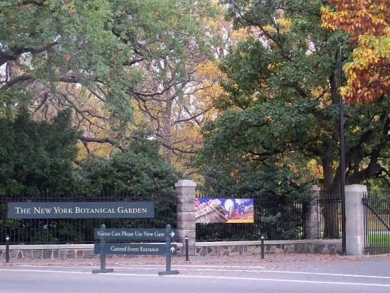 The entrance to nybg in the fall picture of new york - Bronx botanical garden free admission ...