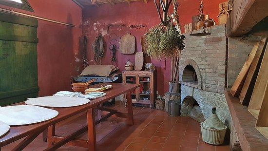 Bitti, Ιταλία: Questa è la cucina tipica, posizionata difronte all'hotel