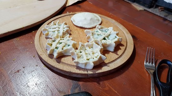 Bitti, Ιταλία: alcune cose che abbiamo preparato nella cucina tipica con il simpaticissimo Dario
