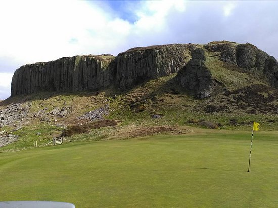 Best Western Kinloch Hotel: Volcanic outcrop a short walk from the hotel by the golf course