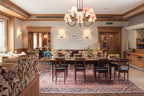 grosse tafel bild von restaurant sportst bli pontresina tripadvisor. Black Bedroom Furniture Sets. Home Design Ideas
