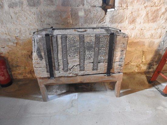 Kempley, UK: Oak chest St Mary's Kempley