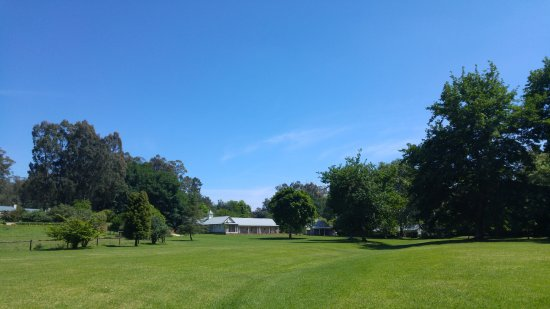 Fordoun Spa Hotel Restaurant: Rolling lawns leading to the hotel