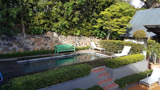 Four Rosmead: Beautiful gardens & pool