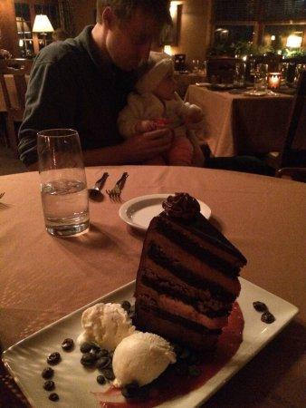 Settlers Inn: Great dinner and dessert!