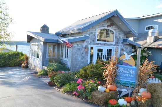 Ellison Bay, WI: Entrance area of the Shoreline restaurant