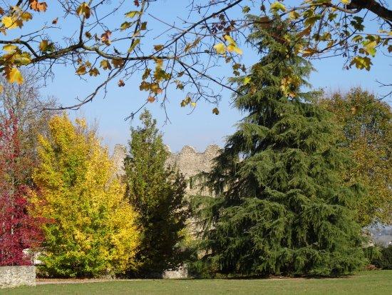 Beauvoir-en-Royans, ฝรั่งเศส: C'est l'automne au Couvent des Carmes