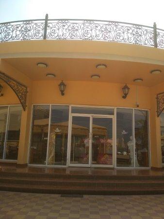 Emirate of Fujairah, Vereinigte Arabische Emirate: роял бич - ресторан, где мы кушали