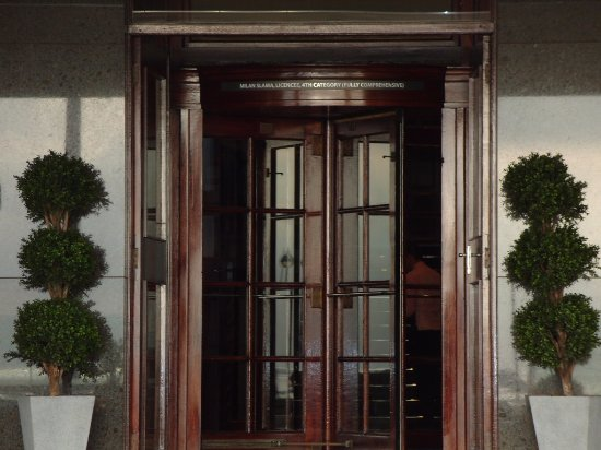 Grand Jersey Hotel & Spa: Lovely old fashioned entrance to splendid reception area.