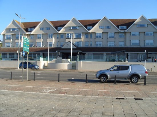 Grand Jersey Hotel & Spa: Impressive Hotel, might be over looking main road to sea, but not a problem with noise at all.