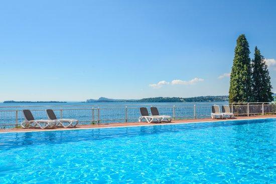 Hotel Villa Florida: La nostra piscina con meravigliosa vista lago