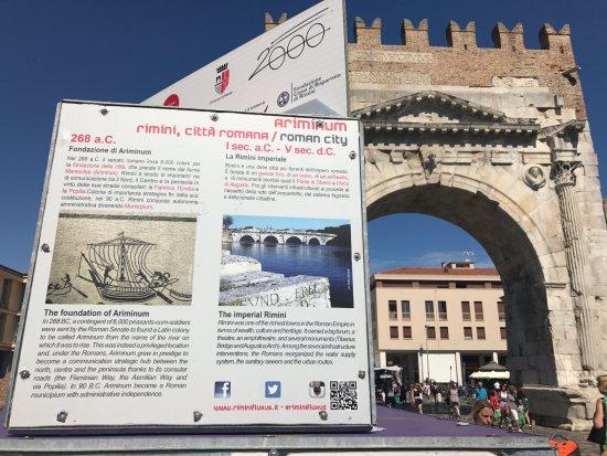 Geschichte zum Arco d'Augusto
