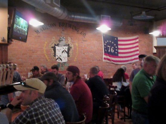 Madison Brewing Co. Brew Pub & Restaurant: Bar