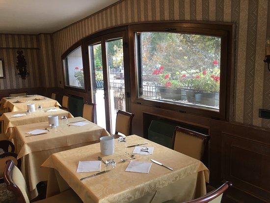 La sala da pranzo - Picture of Hotel Sport Daniel, Pescasseroli ...