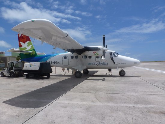 Constance Lemuria: Air Seychelles transport to Praslin
