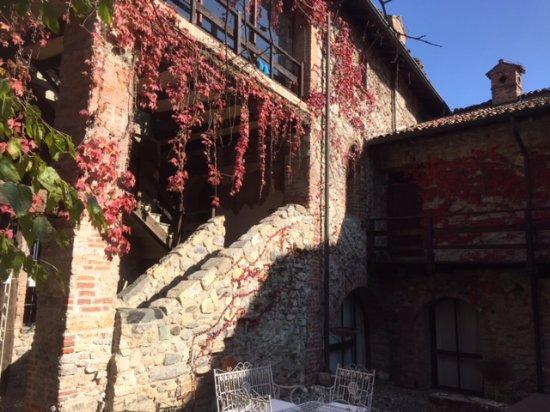 Hotel Castello Di Pomerio: Escalier de la Cour intérieure