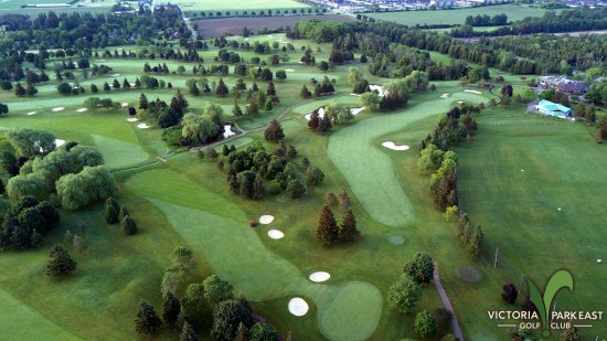 Guelph, Canadá: Aerial view of Victoria Park East Golf Club, looking south.