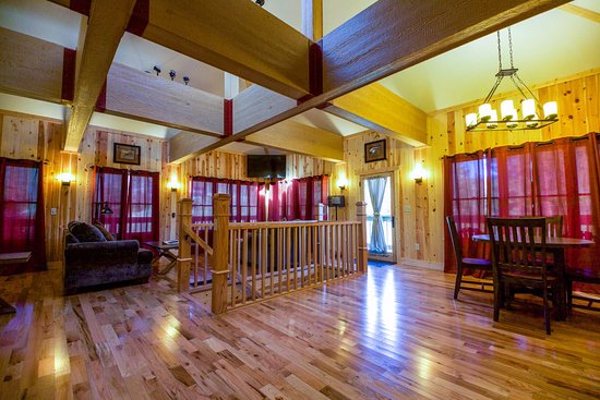 Chalets in Hocking Hills: Living Room of the Lily Pad