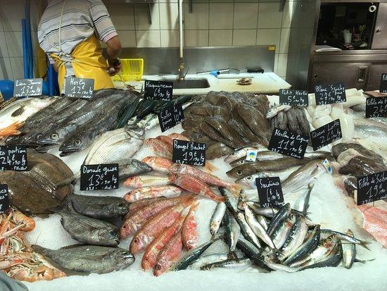 Plage de Châtelaillon : Een fantastisch assortiment van verse vis.