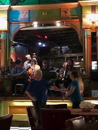 Loring Bar & Restaurant: Live band on Tuesdays.