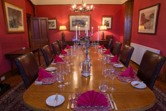 Ardgay, UK: Grand dining room in Alladale Lodge