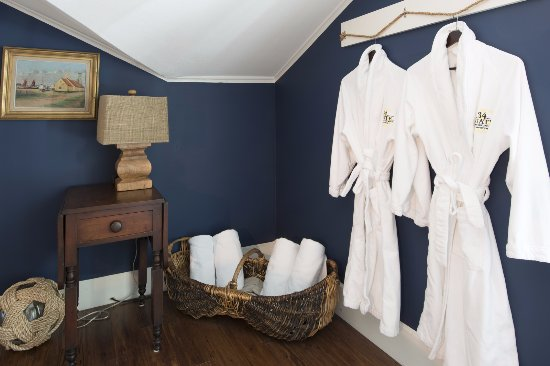 Skaneateles, NY: Plush Frette robes for your stay